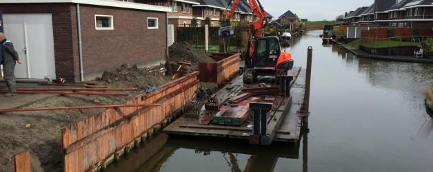 Denzo bouwt damwand beschoeiing te Grootebroek.