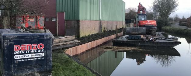 Denzo vervangt hardhouten damwand te Zijdewind. Opdrachtgever Garage Kramer.